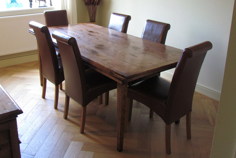 Oak Drawleaf Table with 2 x 18 leaves